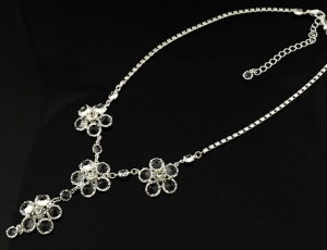 Glass necklace - flowers 7,5 mm