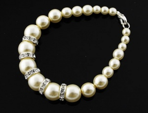 Bracelet pearl graded with ornaments