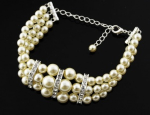 Bracelet pearl triple with ornaments
